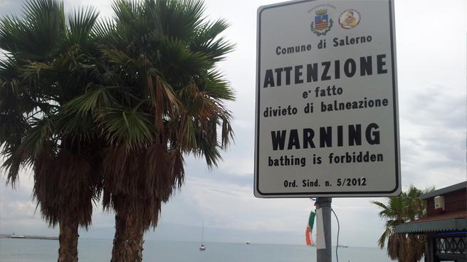 divieto-di-balneazione-salerno-spiaggia-di-santa-teresa